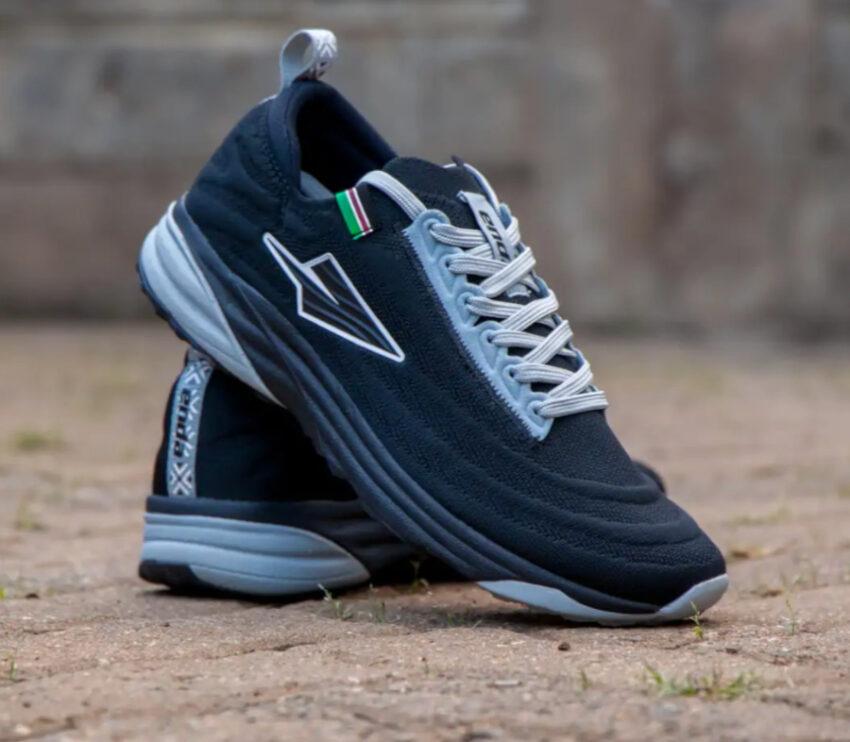 coppia scarpe da running made in kenya enda lapatet da uomo nere