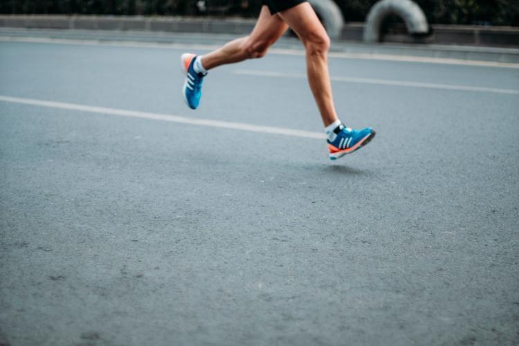 runner con adidas