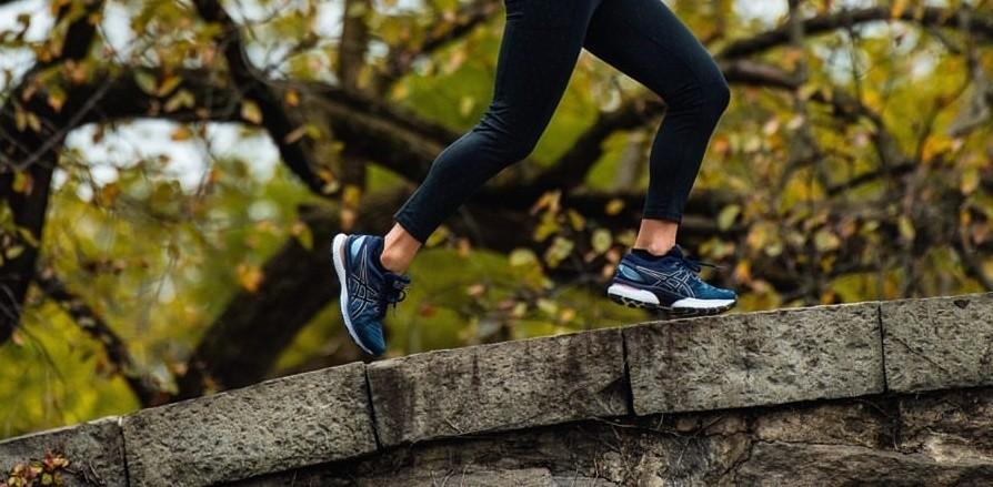 runner con asics gen nimbus 22 blu