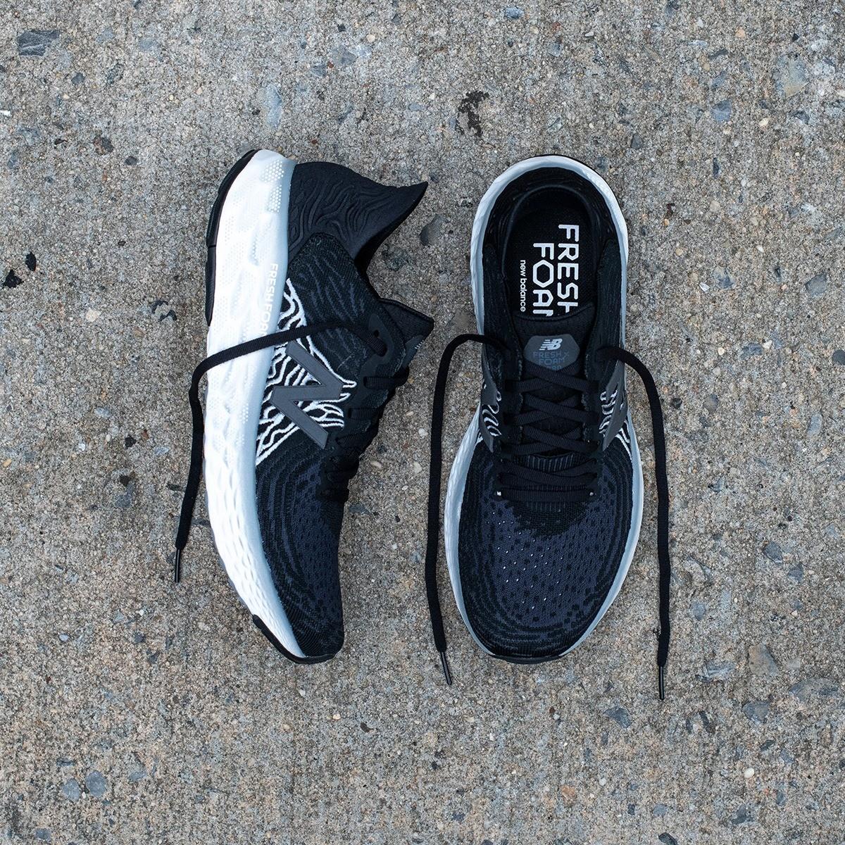 new balance scarpe running modello Fresh Foam 1080v10 nere viste dall'alto