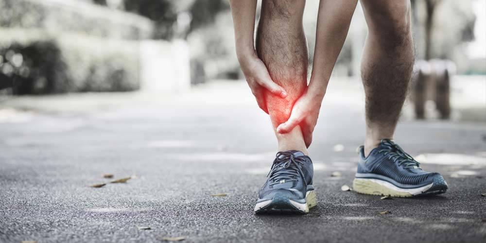 atleta con problemi alla caviglia