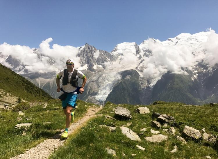 runner fa trail running in montagna