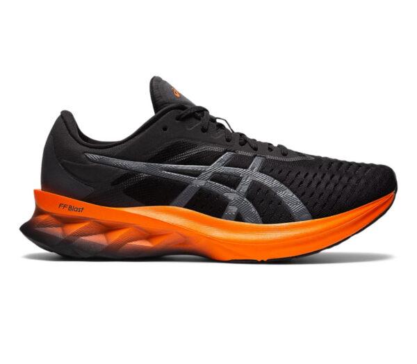scarpa running uomo asics novablast nera e arancione