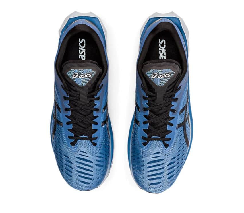 scarpe running asics novablast uomo viste da sopra