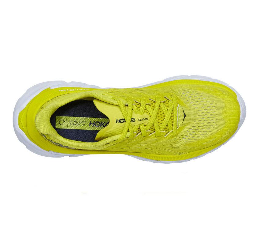 scarpa running gialla uomo hoka one one clifton edge vista da sopra