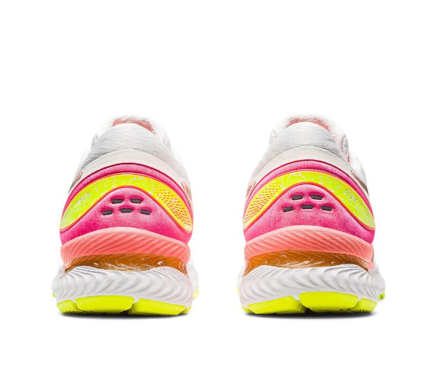 tallone e retro scarpa da running donnaasics nimbus 22 lite show riflettente