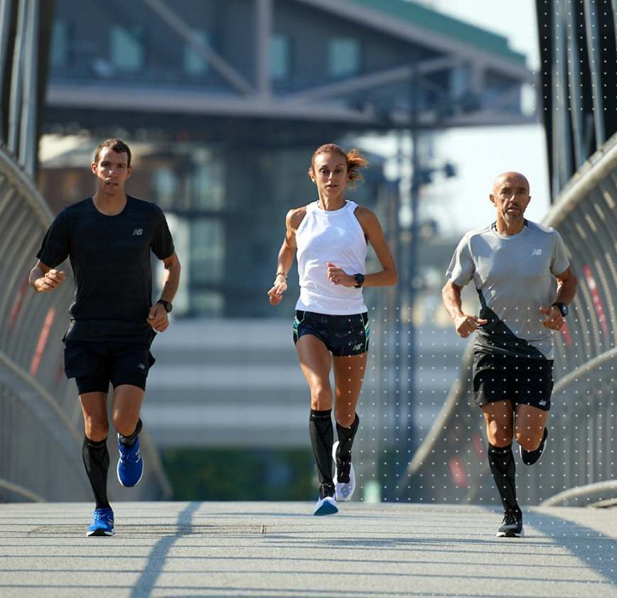 3 runner corrono con calzini floky socks