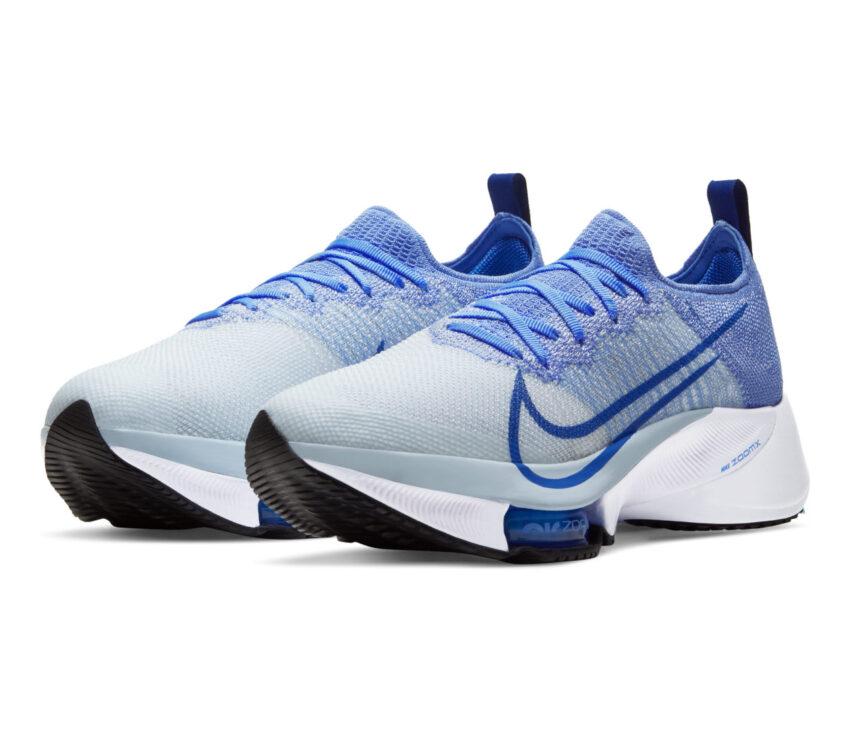 coppia di scarpe da running donna nike air zoom tempo next blu