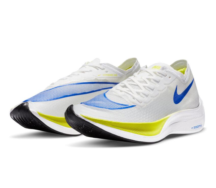 coppia scarpa da running fibra di carbonio nike zoomx vaporfly bianca