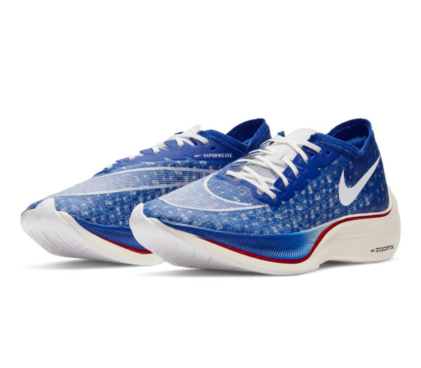 coppia scarpa da running in fibra di carbonio nike vaporfly zoomx blu
