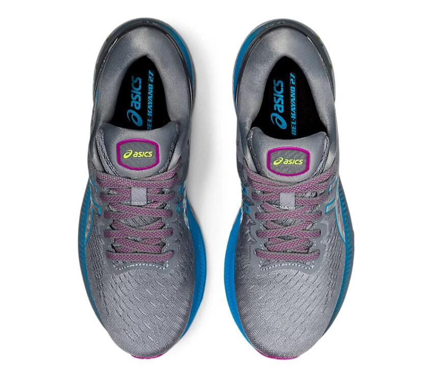 coppia scarpe asics gel kayano 27 grigie, viola e celesti viste dall'alto