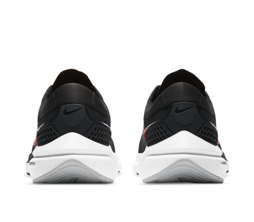 tallone scarpa da running nike vomero 15 nera e rossa