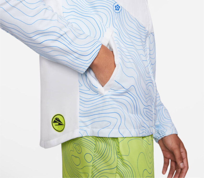 dettaglio tasca giacca da running impermeabile nike therma essential
