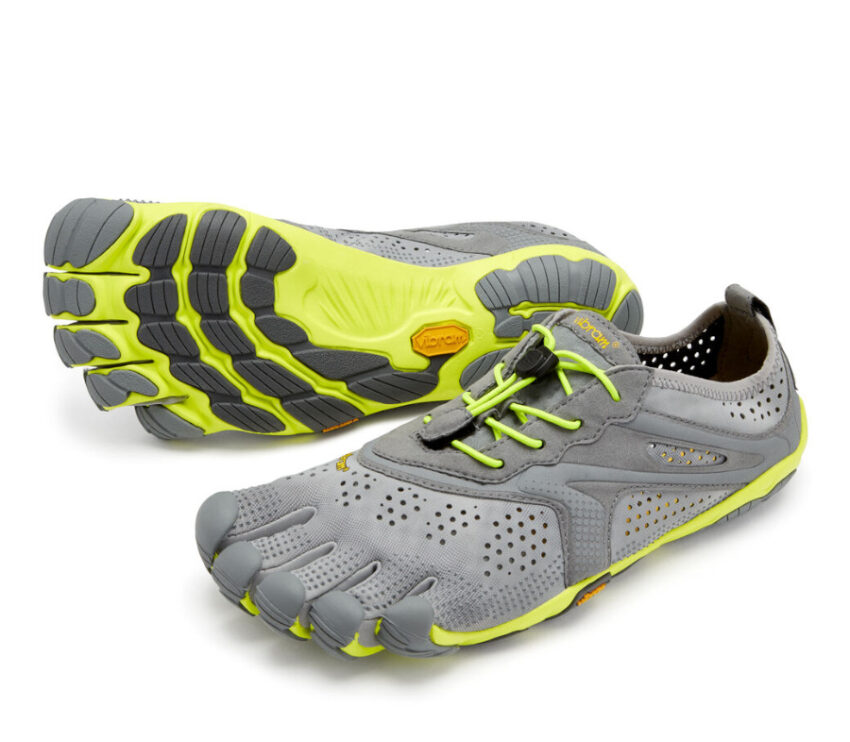 coppia scarpe running barefoot uomo vibram fivefingers vrun grigie