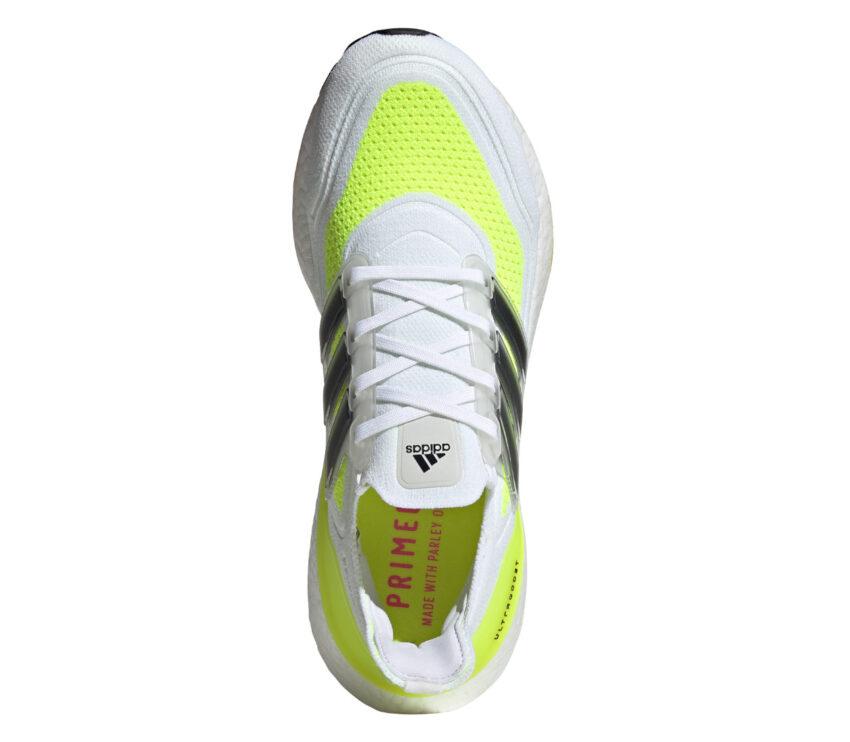 scarpa running adidas ultraboost 21 bianca e giallo fluo da uomo vista da sopra