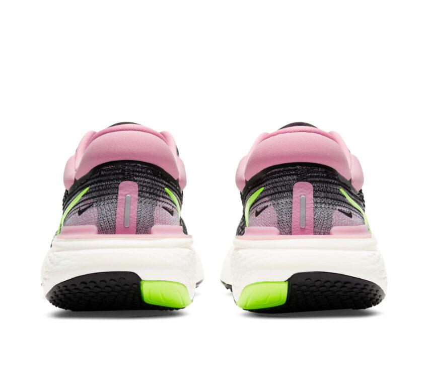 retro scarpa da running nike zoom x invincible per donna rosa e nera