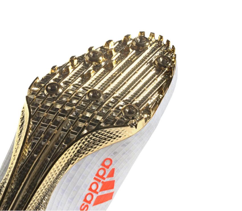 dettaglio piatto suola scarpa velocità e sprint 100 metri adidas finesse bianca