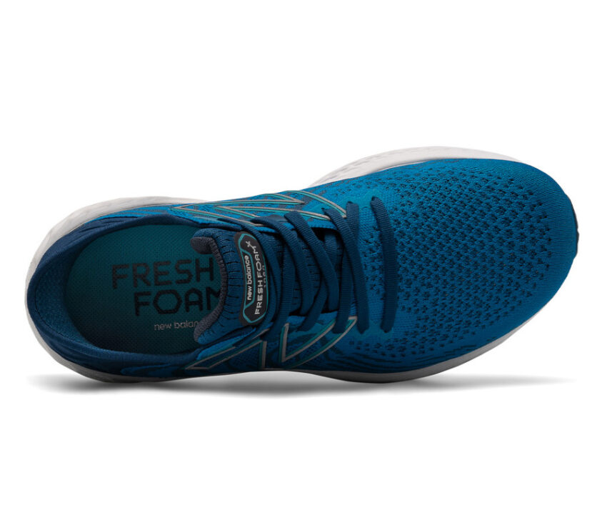 scarpa running uomo blu new balance 1080 v11 a pianta larga vista dall'alto