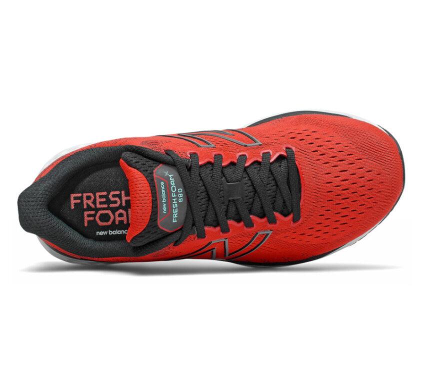 scarpa running rossa new balance 880 v11 da uomo vista dall'alto