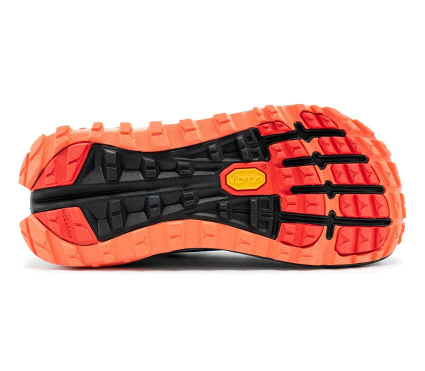 suola scarpa da trail running donna altra olympus 4 bianca nera e rossa