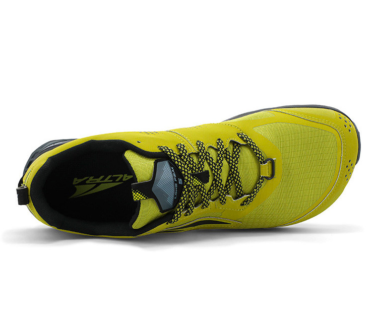 scarpa trail running uomo gialla e nera altra running lone peak 5 vista dall'alto
