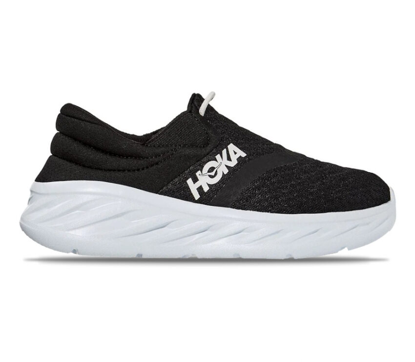 scarpa nera da recupero post corsa da donna hoka one one recovery 2