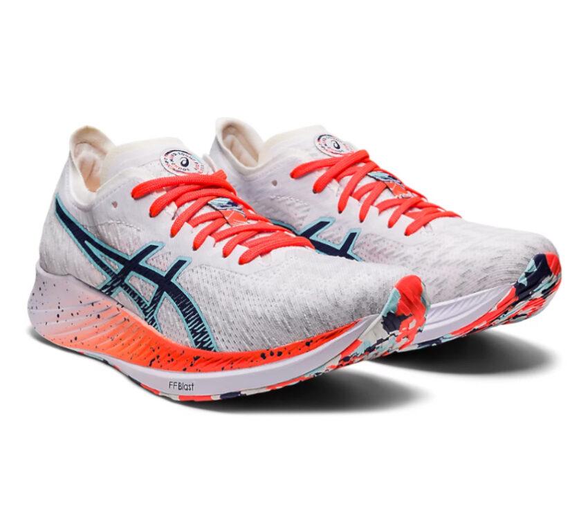 coppia di scarpe da donna running asics magic speed