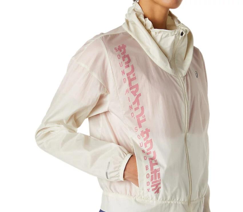 dettaglio giacca da running impermeabile Asics da donna