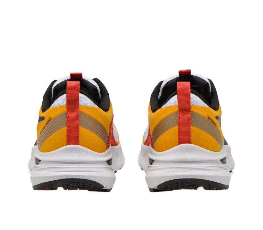 retro scarpa da running uomo diadora mythos blushield gialla e blu
