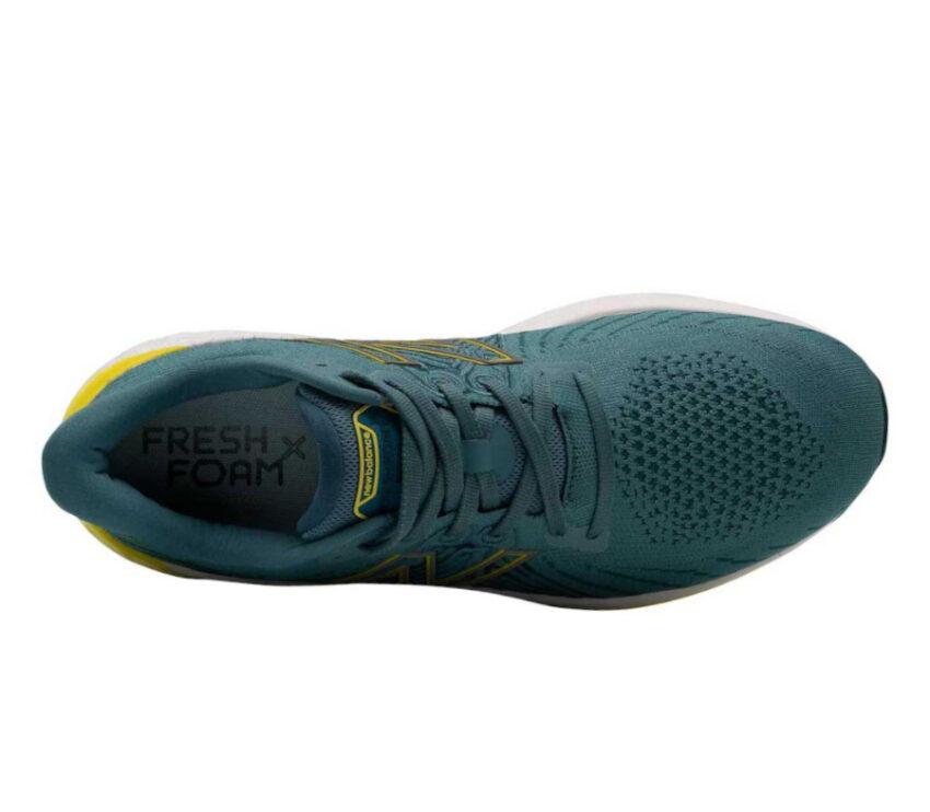 tomaia scarpa running ammortizata uomo new balance vongo v5 blu e gialla